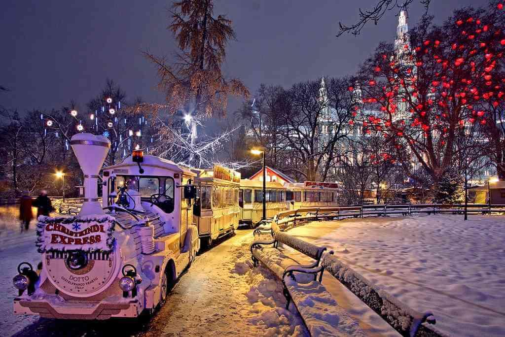 Train du marché de Noël de rathauspark à Vienne
