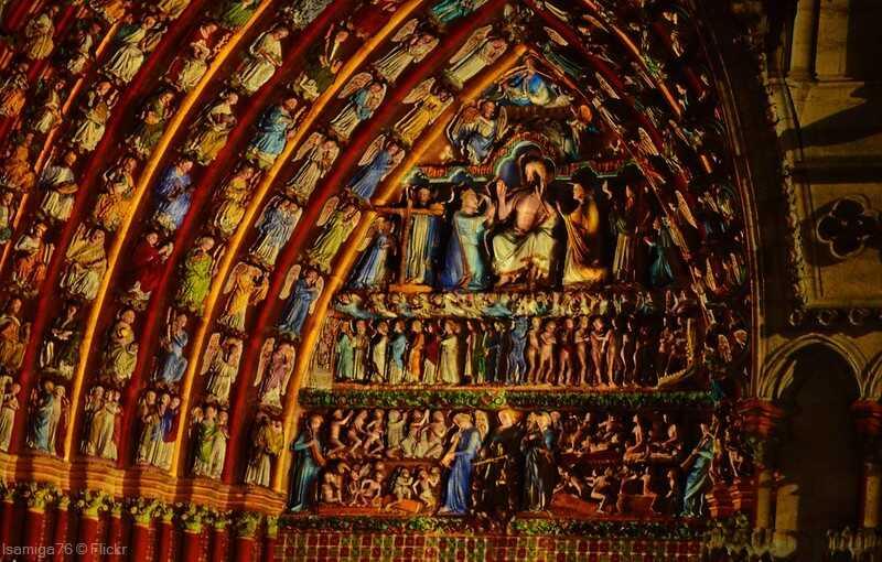 illuminations nocturnes de la cathédrale lors des fêtes de noel à Amiens
