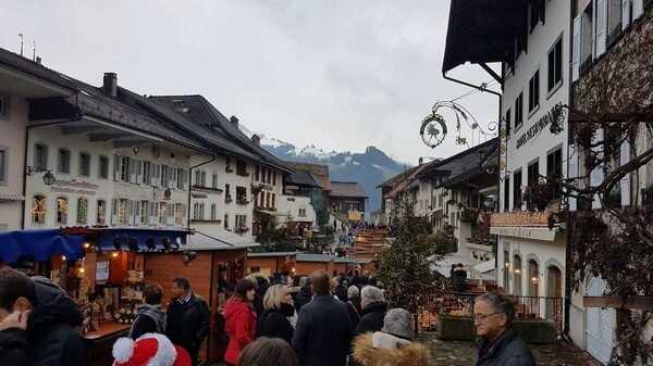 marché de noel de Gruyères en Suisse dans le canton de fribourg