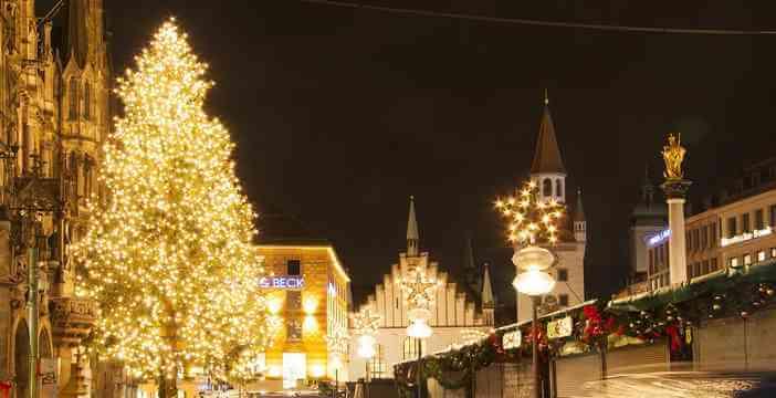 7a499af902b marché de noel sur la place de l hotel de ville à Munich