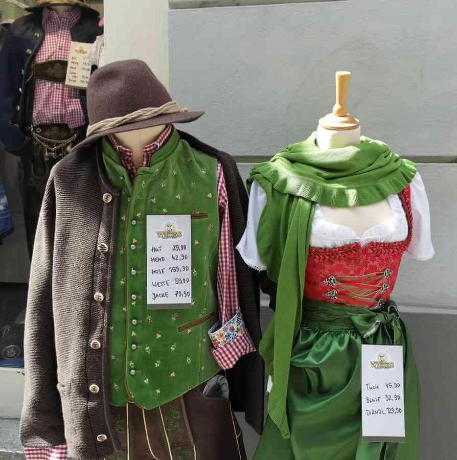 vetements traditionnels en baviere couleur vert bavarois