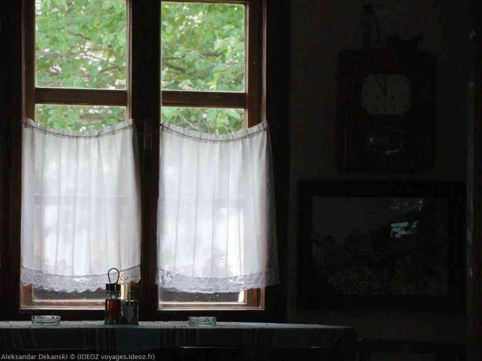 Ferme Salas Stojsic horloge et mobilier de l'aubberge