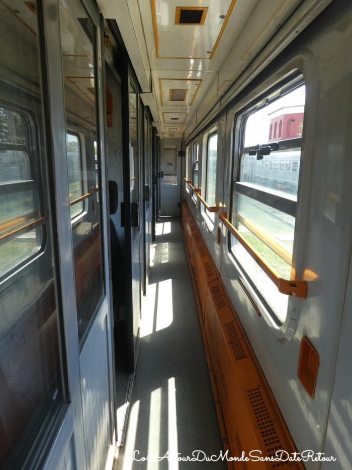 couloir d'un train en roumanie