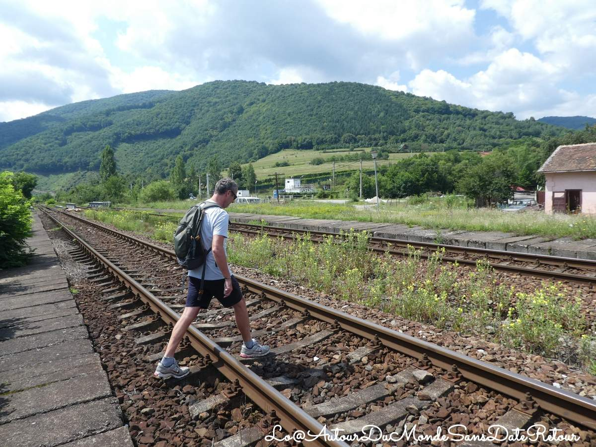 traverser les rails en Roumanie