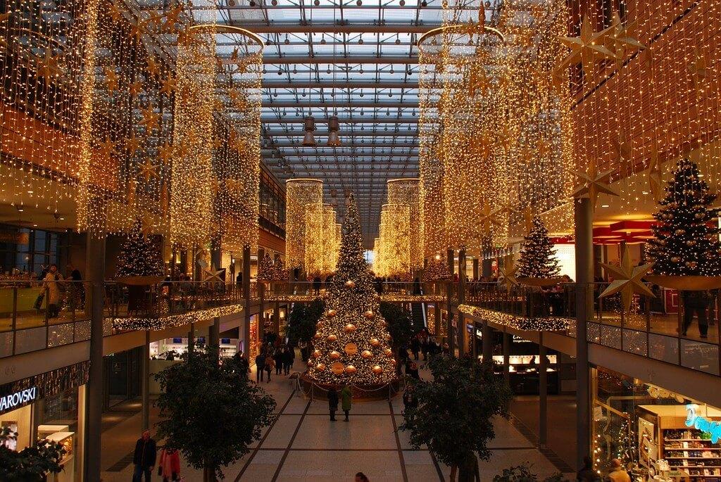 décorations de Noël dans un centre commercial à Berlin