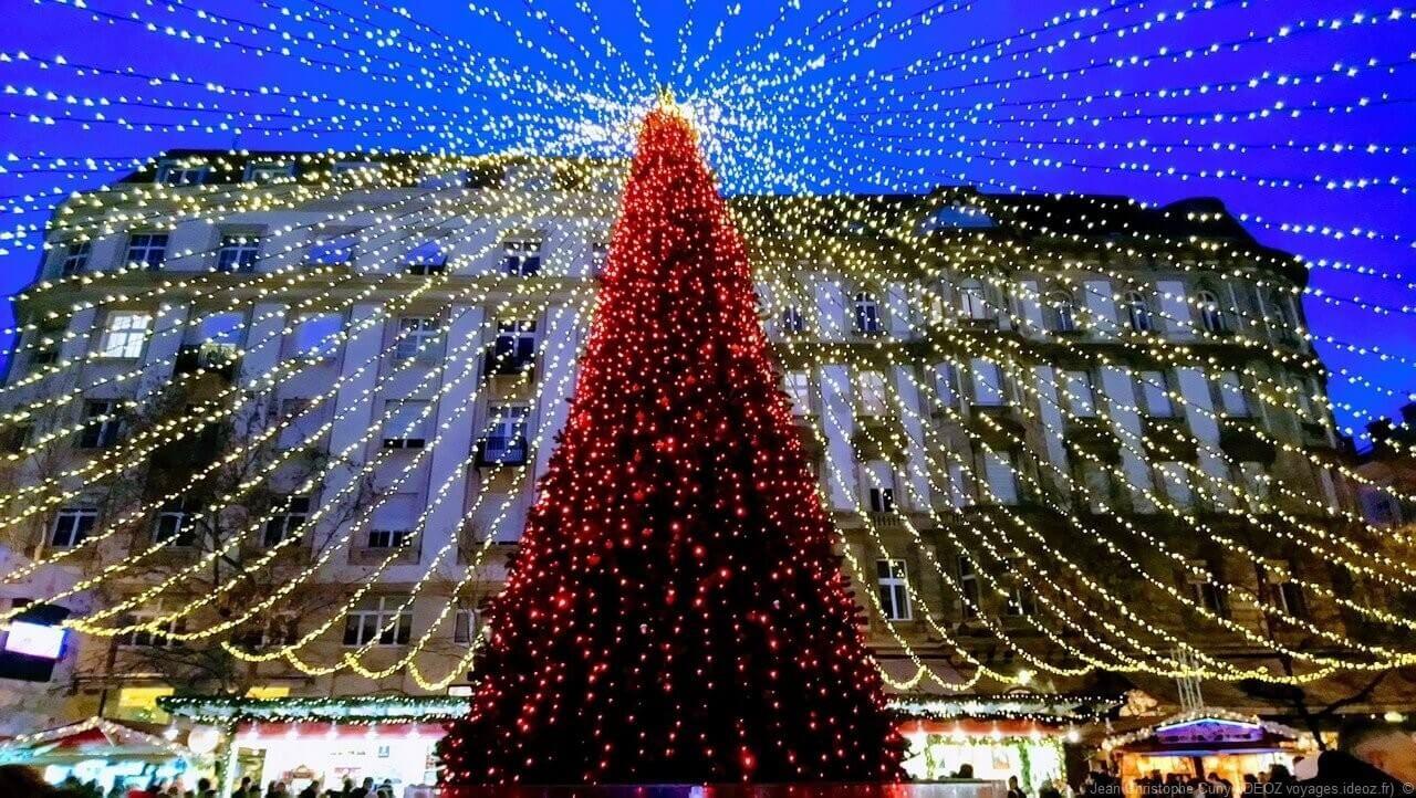 magie de noel à Budapest sapin et illuminations