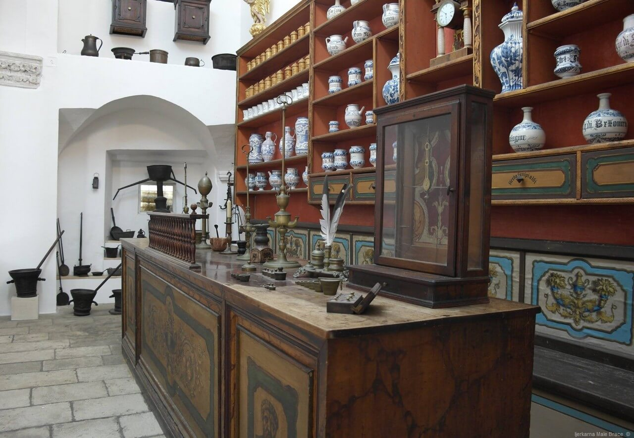 Ancienne pharmacie des franciscains à Dubrovnik Franjevacki samostan Male brace