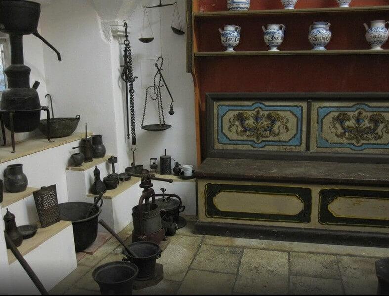 vieille pharmacie du monastere franciscain la plus ancienne des pharmacies à dubrovnik