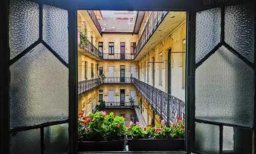 cour intérieur dans le style art nouveau à budapest
