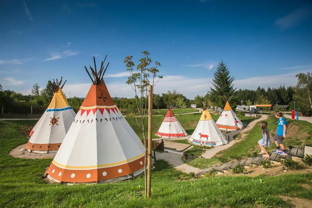 Tipis au Plitvice holiday resort de Grabovac