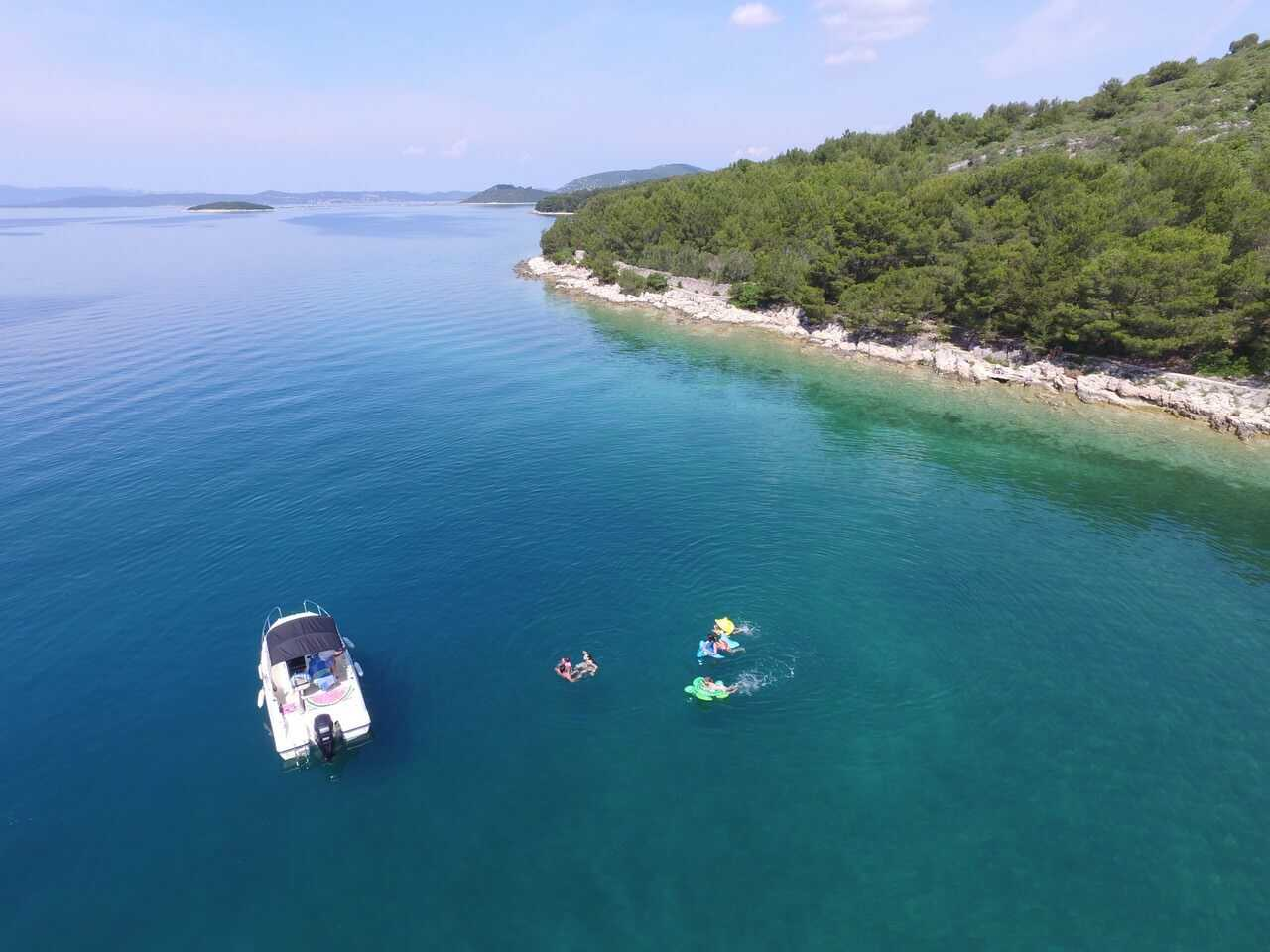 Découvrez les Kornati de façon unique en snorkeling et bouée tractée : faîtes le plein de sensations avec Topic 2