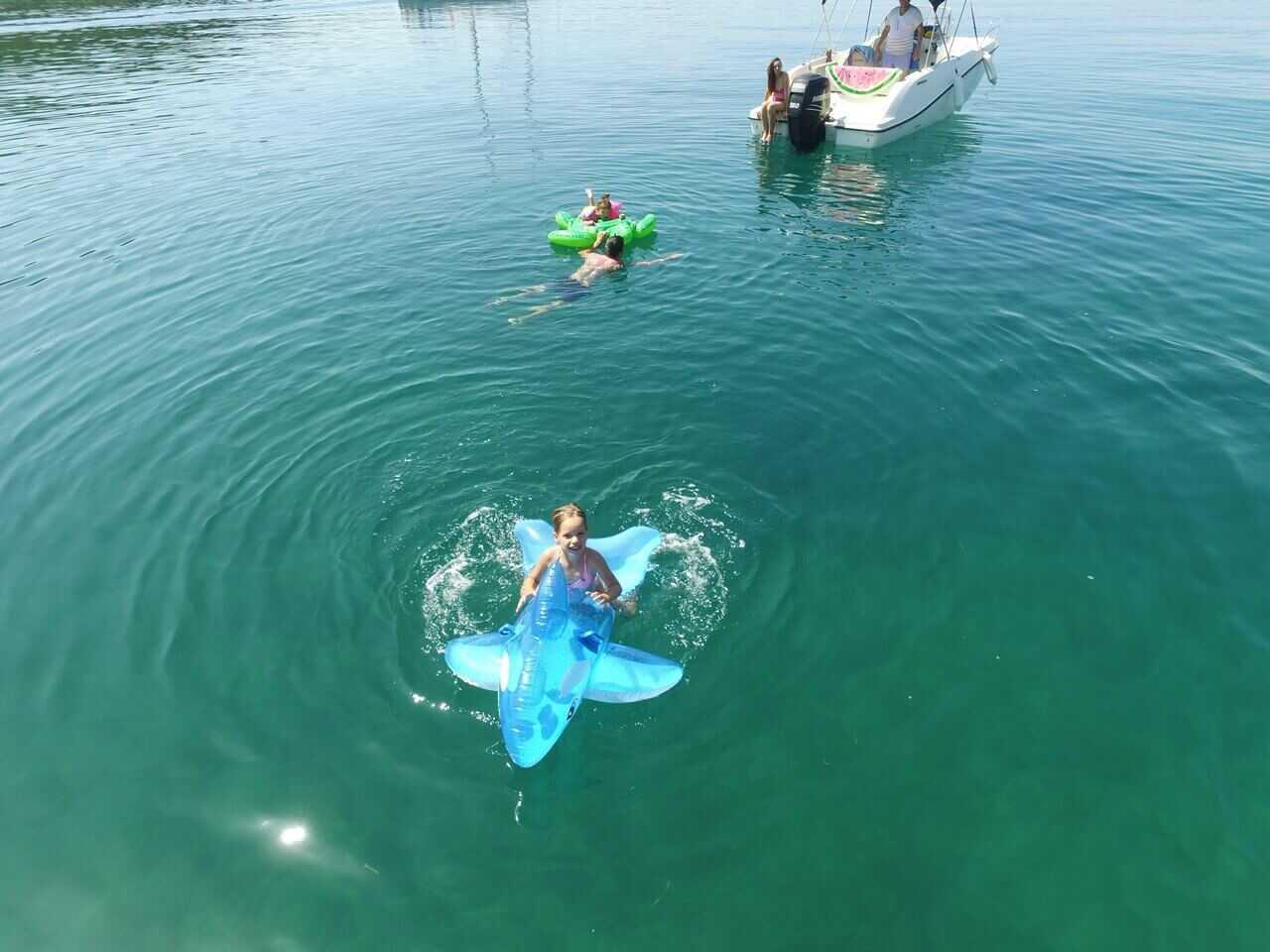 Découvrez les Kornati de façon unique en snorkeling et bouée tractée : faîtes le plein de sensations avec Topic 3