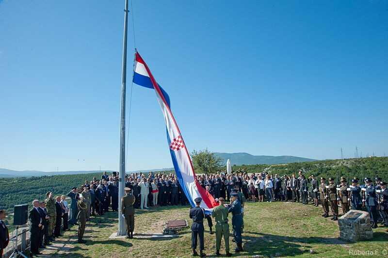 cérémonie sur la citadelle de Knin en commémoration de l'opération tempête le 5 aout