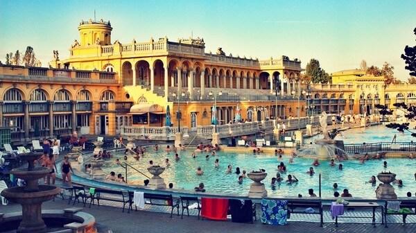 Budapest Bains schezeny piscine extérieure