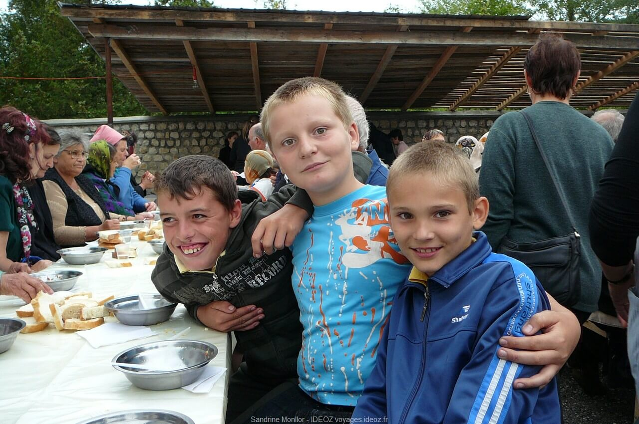 Enfants roumains rencontrés au monastère d'ostrov