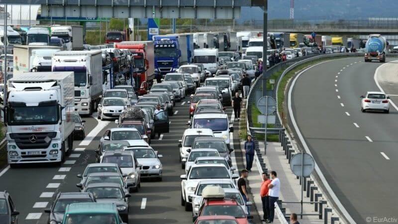 slovenia croatia border frontière slovénie - croatie bouchons embouteillages