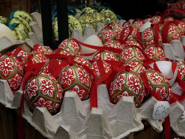 Oeufs décorés autrichiens sur un marché viennois (1)