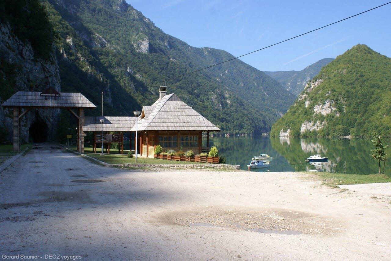 Rivière Drina dans le parc de Tara