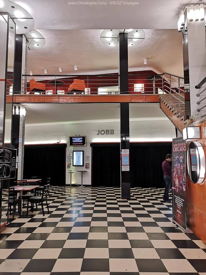 sol aux motifs de domino au Jobb Bauhaus 2019 à Budapest100