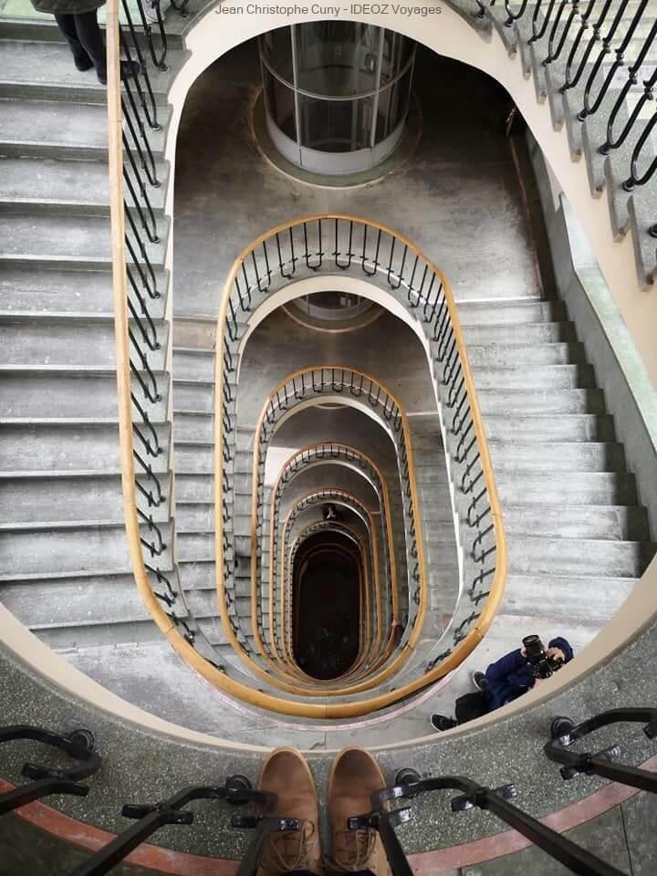 escalier de style Bauhaus à Budapest