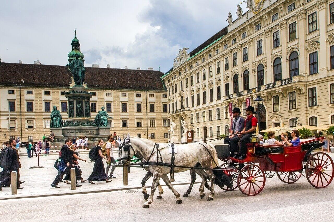 vienne fiacre devant le palais impérial d'Hofburg