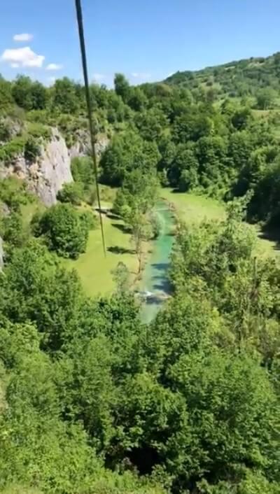 tyrolienne de la rivière korana à plitvice