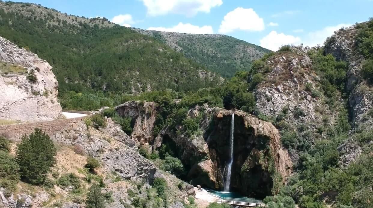 Cascade de Krcic près de Knin en dalmatie du nord