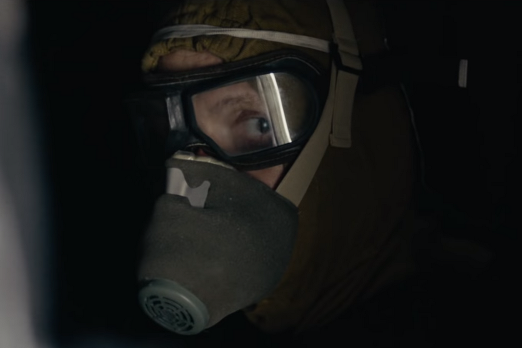 liquidateur envoyé sur le toit du réacteur IV dans la série Chernobyl