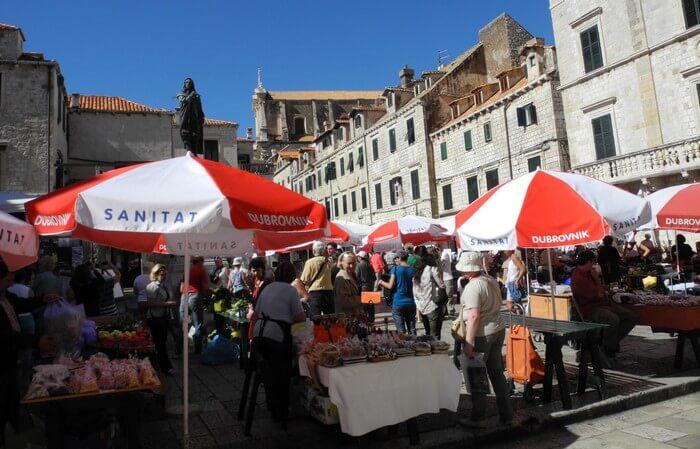marché de dubrovnik dans la vieille ville