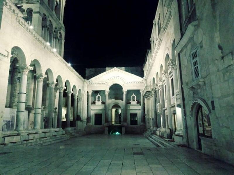 split peristil noc palais de dioclétien de nuit