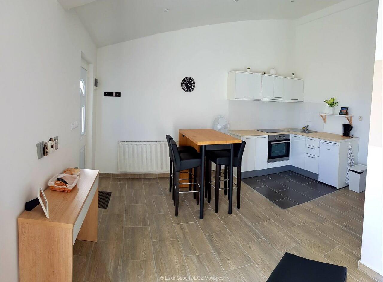 cuisine appartement Luka à Vrana chez Luka susa (1)