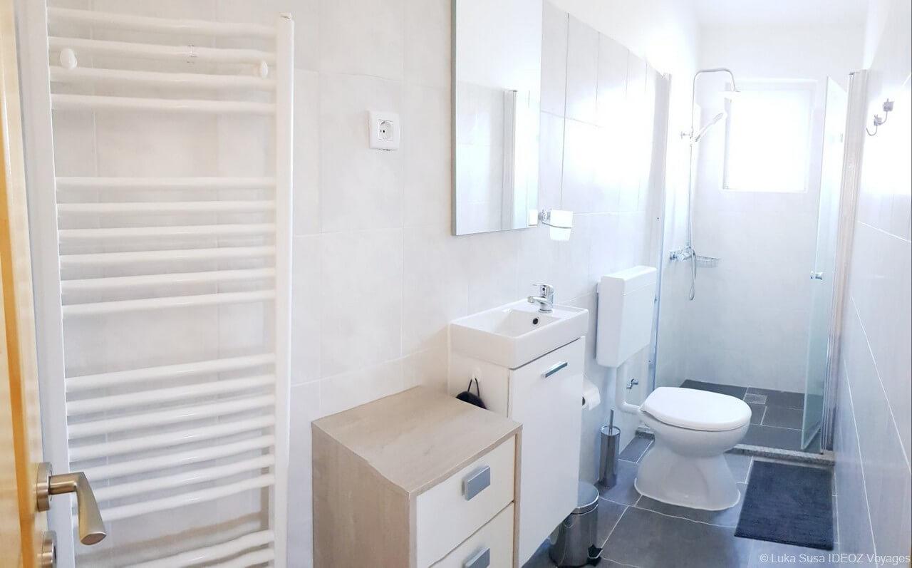 salle de bain appartement Luka à Vrana (1)