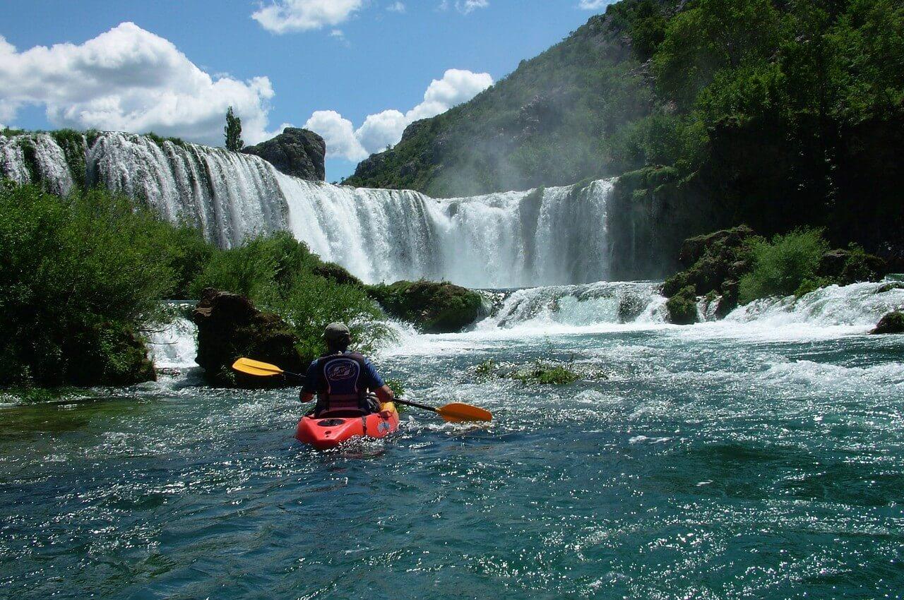 chutes de la rivière zrmanja en kayak