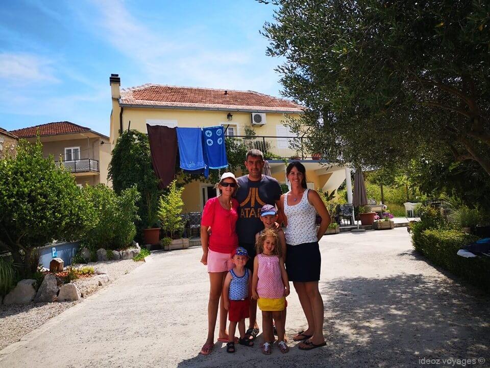 famille ravie de son séjour chez Mélanie à Stasevica villa jozetine
