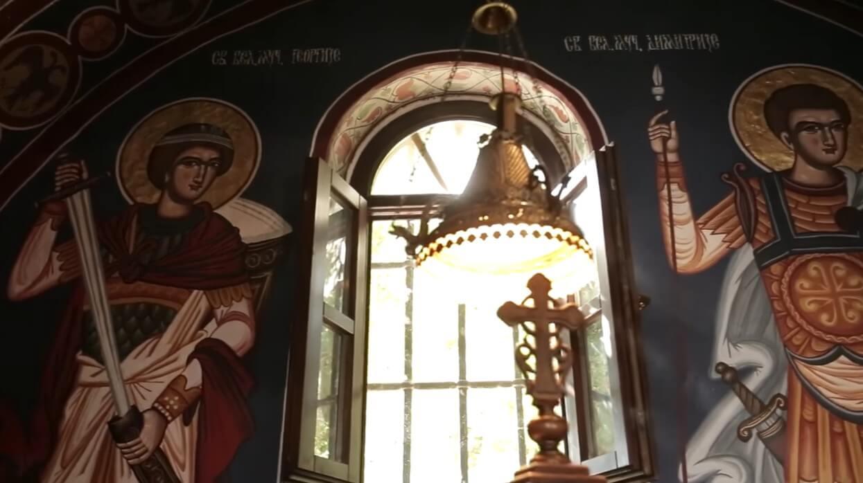 lumières dans l'église du monastère krka