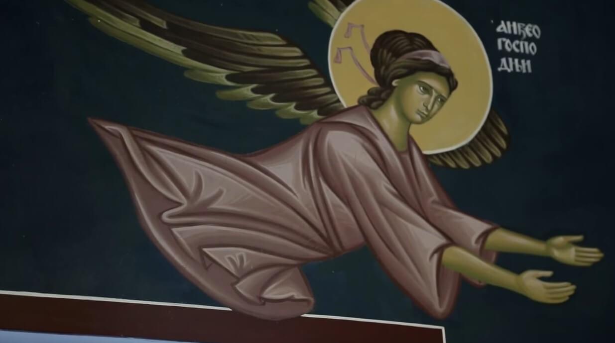 église du monastère de krka fresque d'un ange en prière