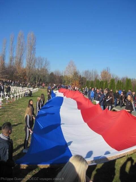 déploiement du drapeau croate dans le cimetière de guerre de Vukovar (1)