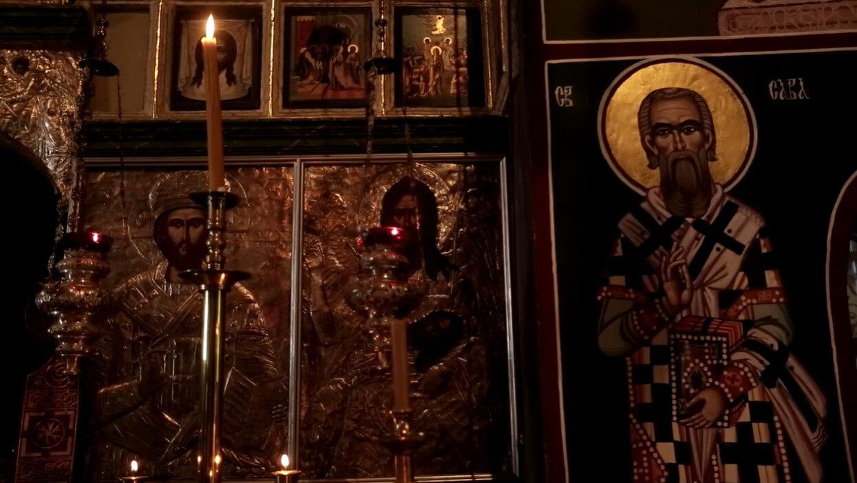 icones dans le choeur de l'église du monastère de krka