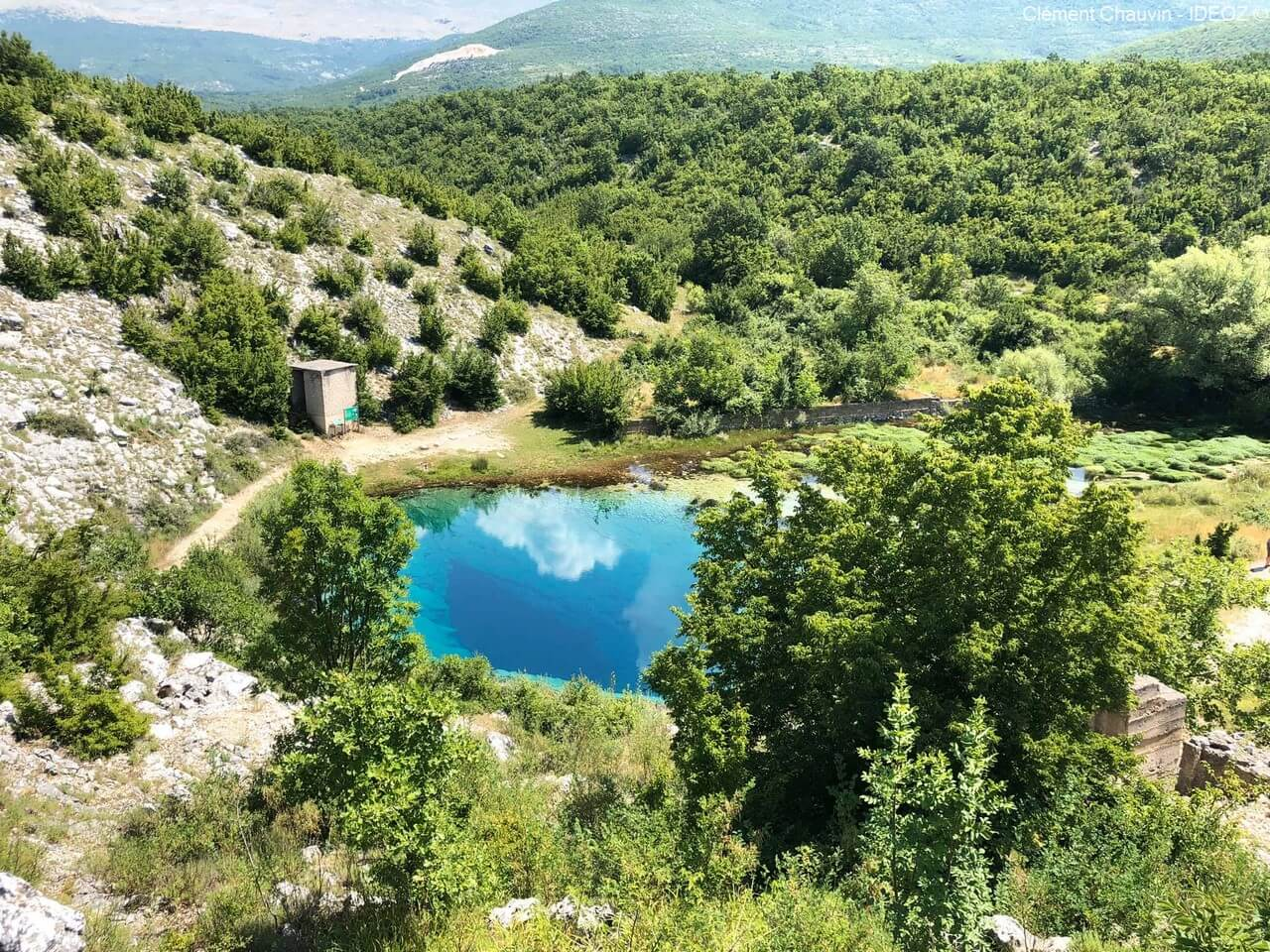 source de la rivière cetina izvor cetine en dalmatie du nord près de cetina