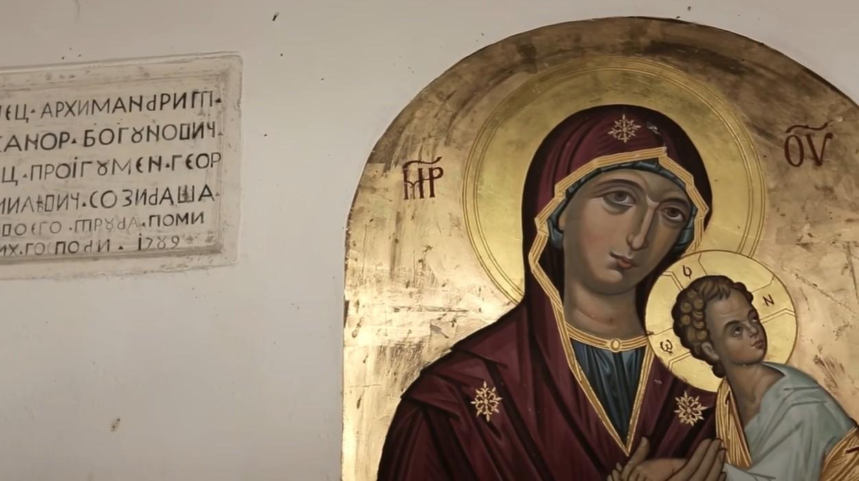 fresque de la vierge et l'enfant dans le manastir krka