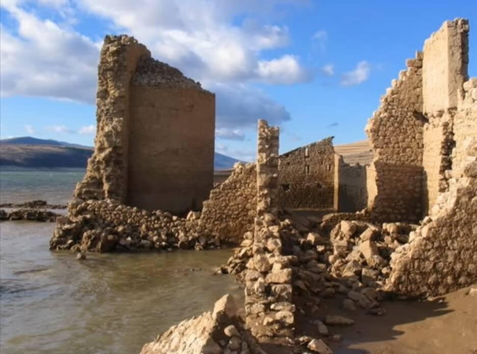 Ancien monastère de dragovic en ruines