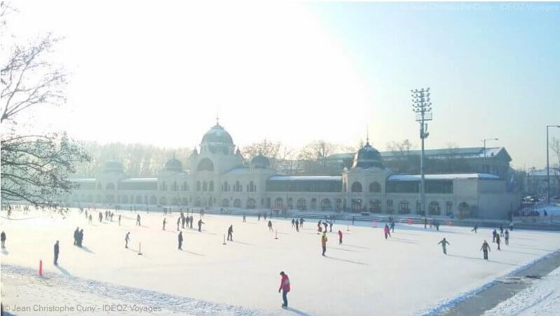 patinoire en plein air à Budapest en hiver