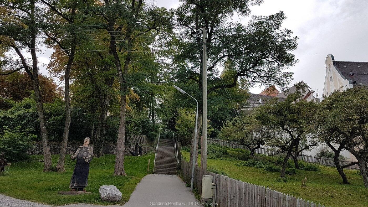 accès jusqu'à l'abbaye d'andechs avec ses statues de bois et son herbier