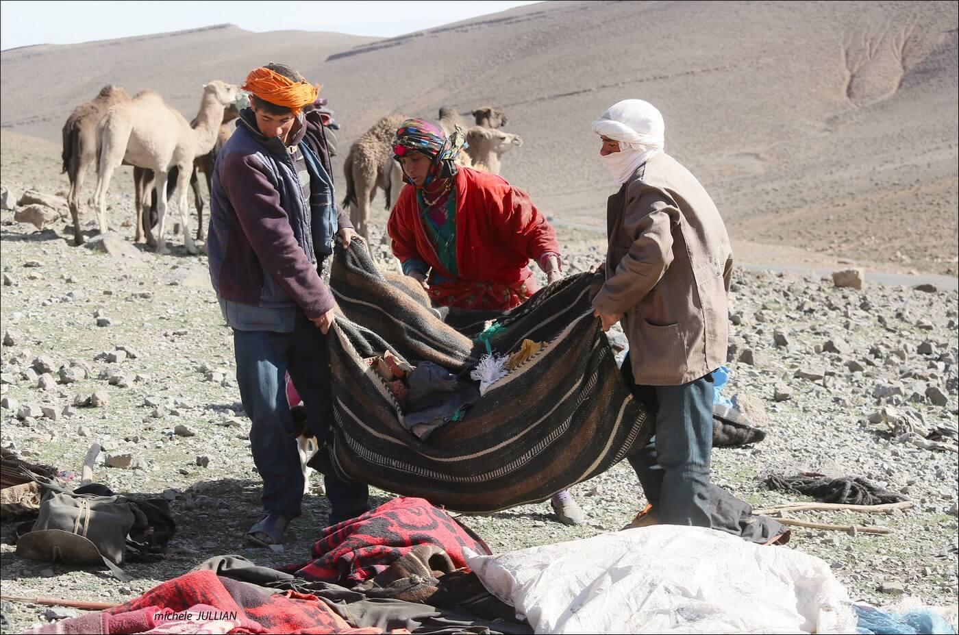 bagages préparées par les nomades berbères au maroc