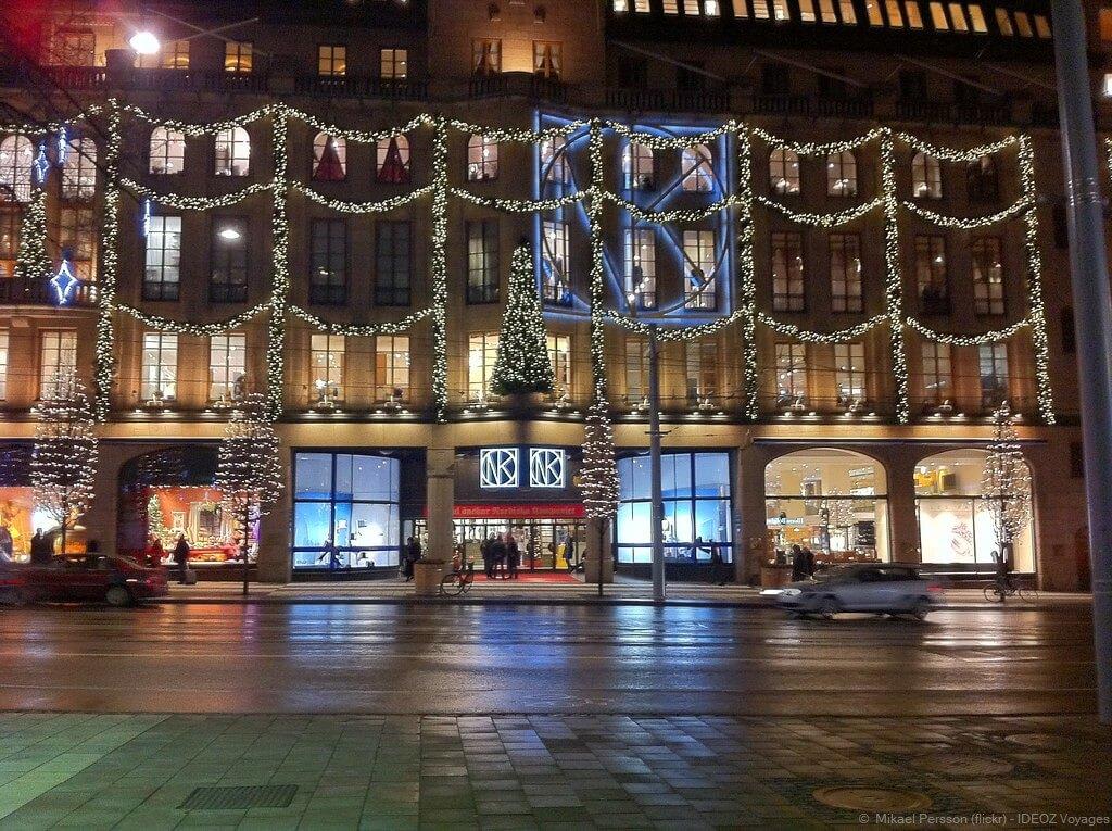 NK vitrines avec les décorations de noël à stockholm