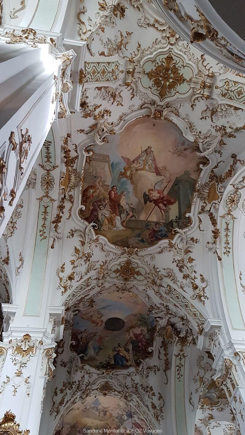 fresques sur les plafonds et la coupole dans l'abbaye andechs