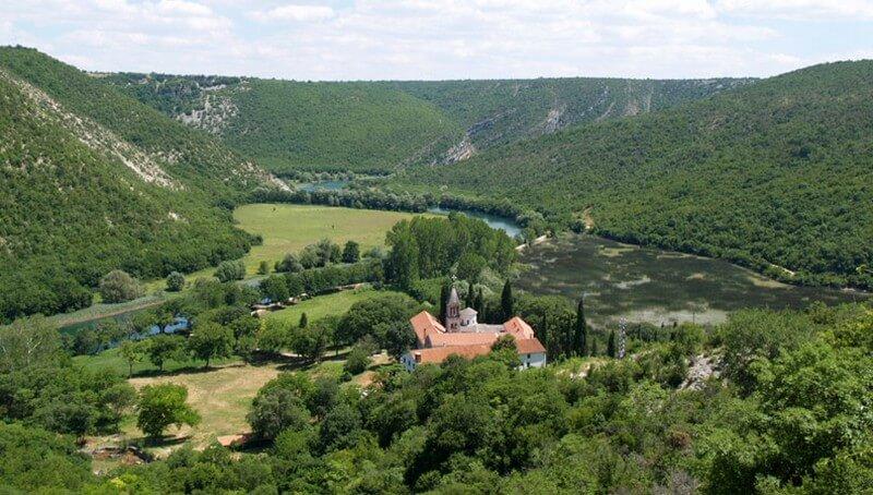 monastère de krka dédié à l'archange michel (1)