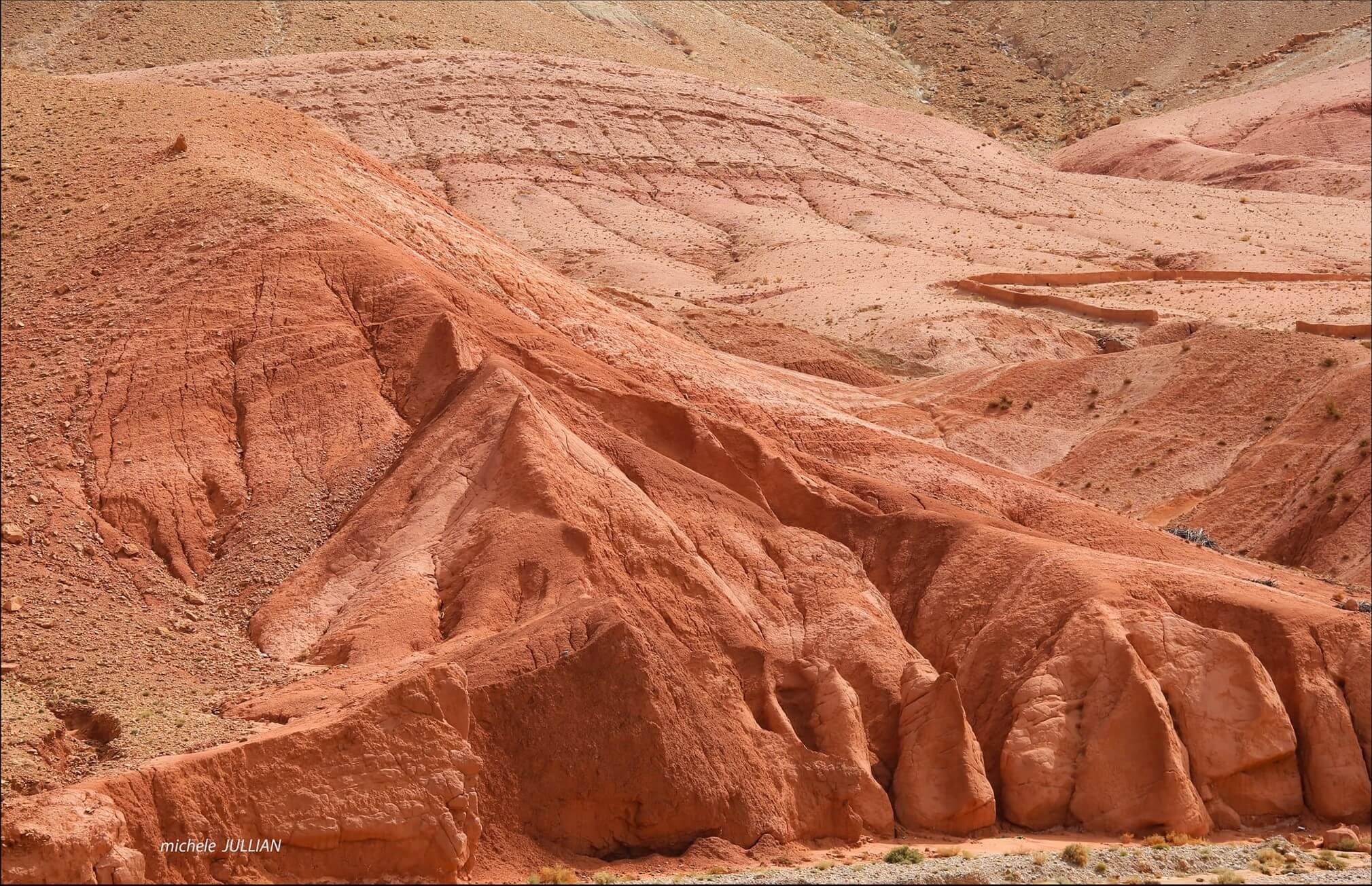 terres rouges vers M'gounna au maroc