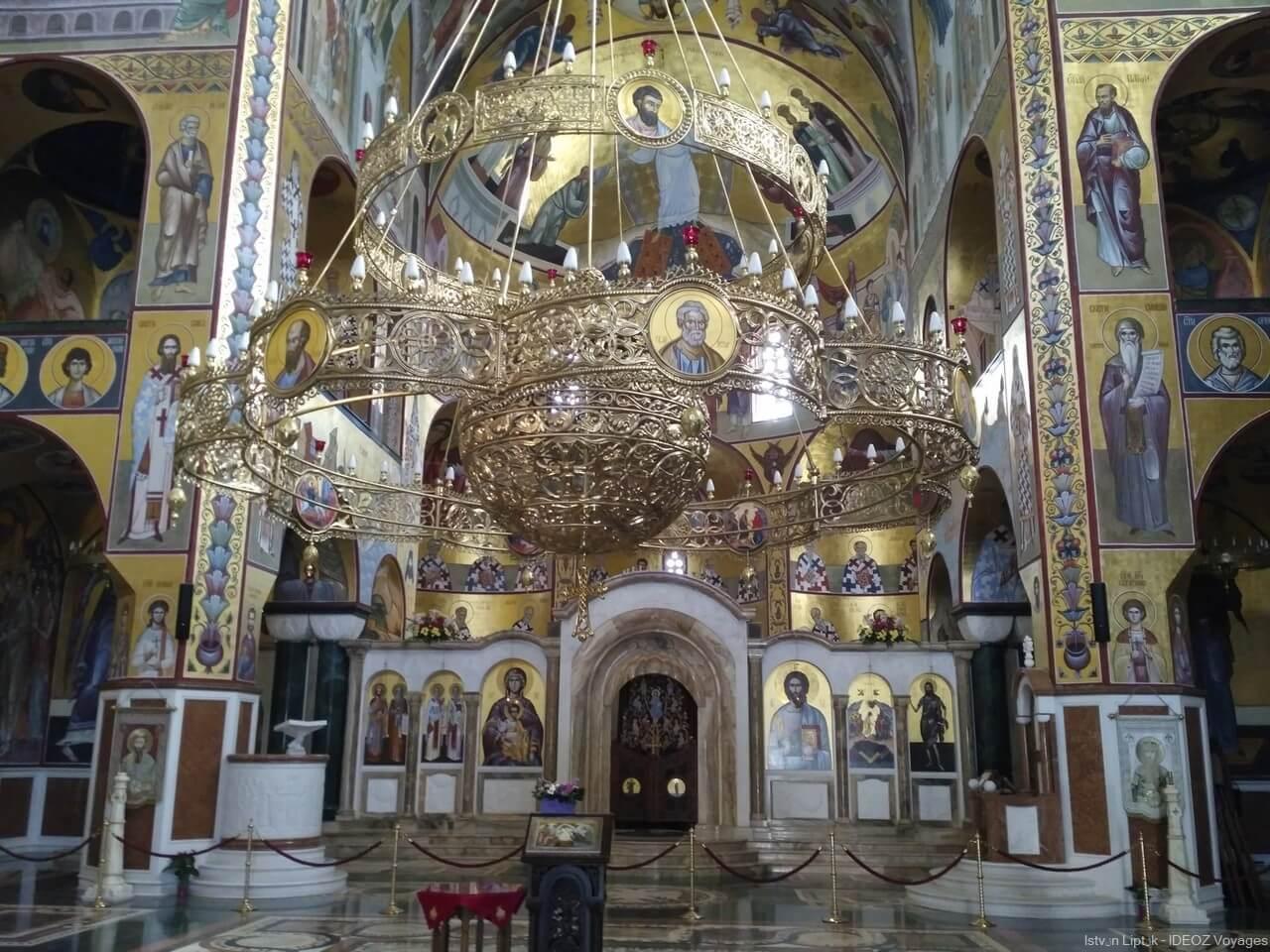 intérieur de la cathédrale de la résurrection du christ à podgorica