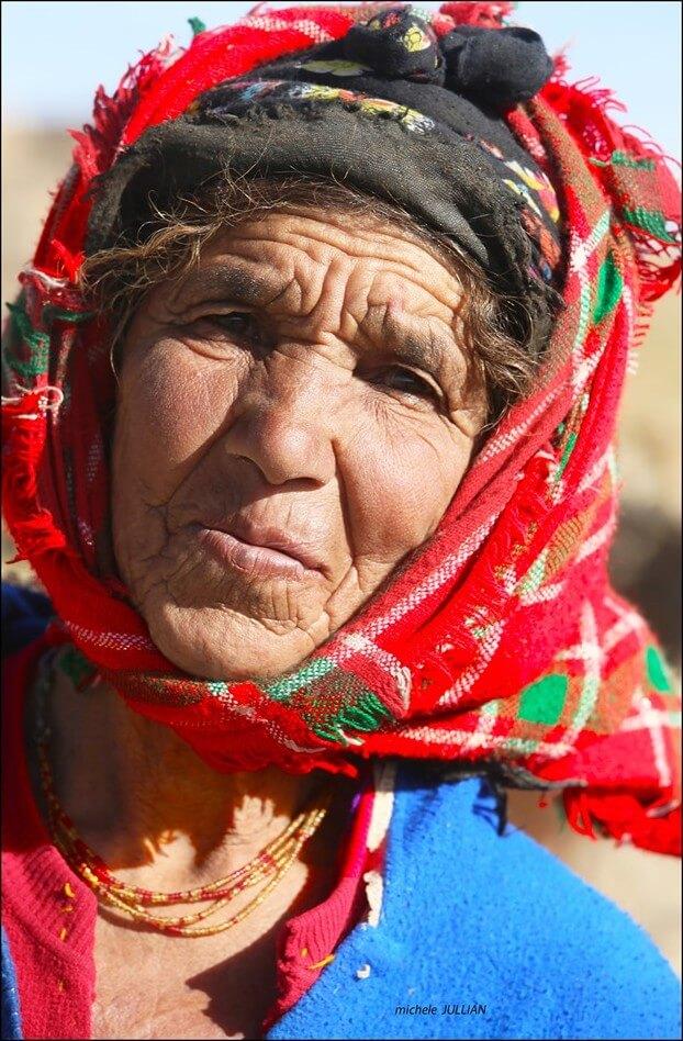 portait d'une femme nomade près de Saghro  au maroc